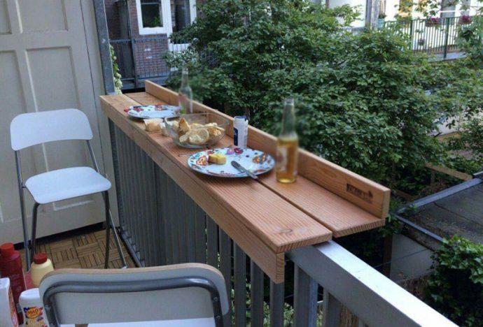 demir üzeri masa ile balkon keyfi